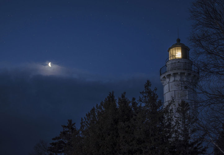 Door-County-Cana-Island-Lighthouse-Morning-With-Moon