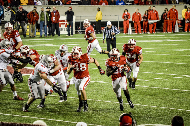 Madison-Camp-Randall-Badgers-Montee-Ball-Sweep3