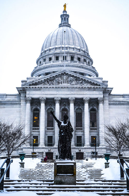 Madison-Capitol-Building-On-Snow-Day