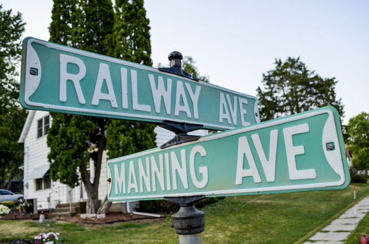 Soldiers-Grove-Railway-And-Manning-Street-Signs